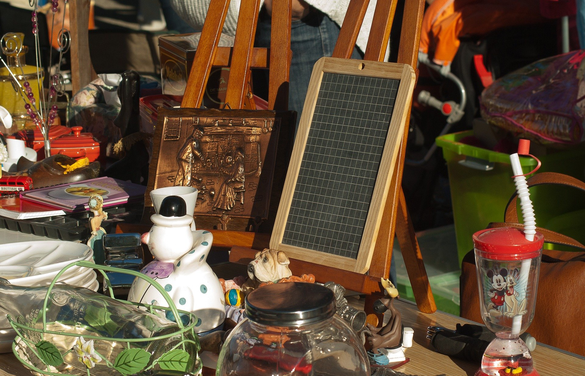 flea-market-1732562_1920